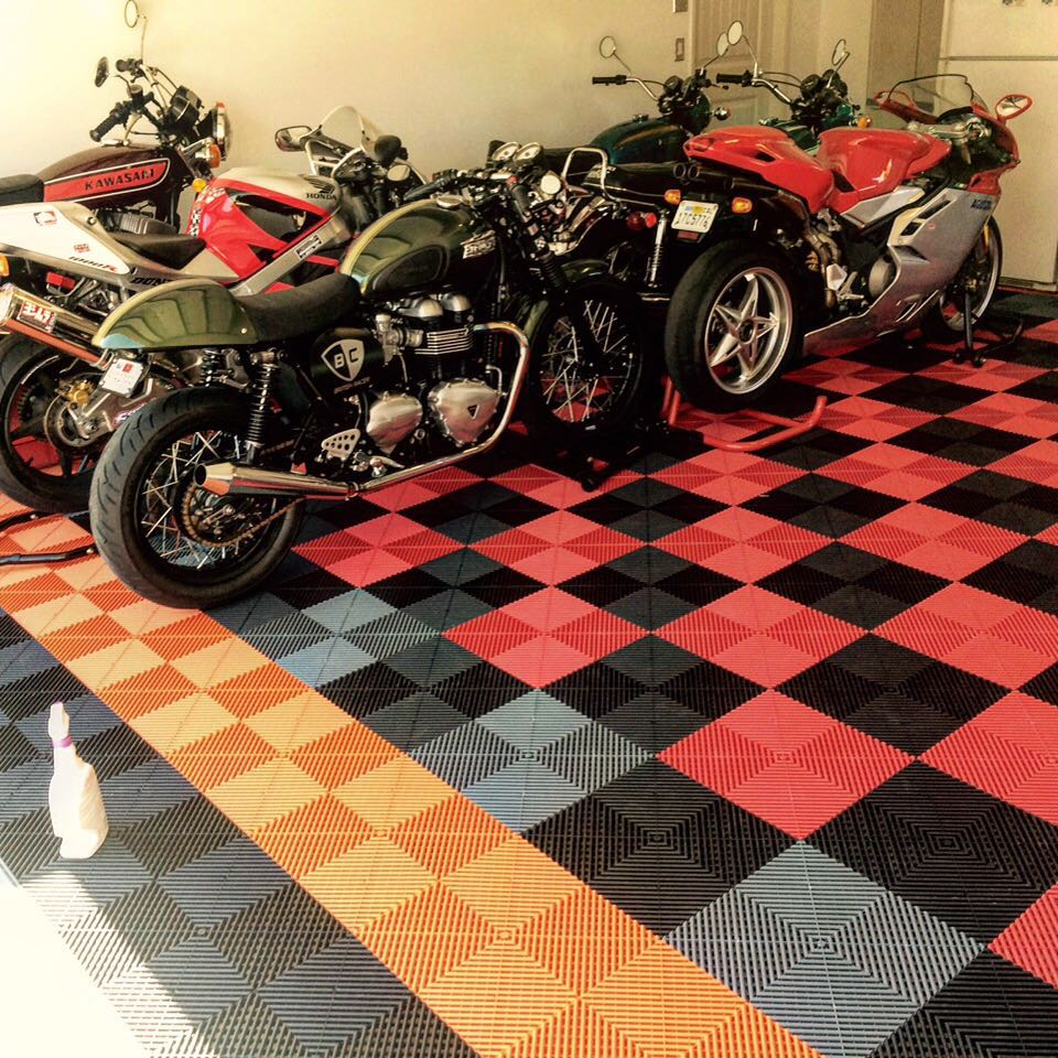 dalles de sol pour garage moto sol atelier mecanique dalles clipsables. Black Bedroom Furniture Sets. Home Design Ideas