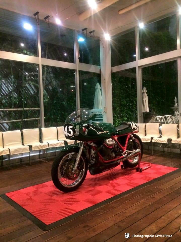 Sol exposition moto sol exposition modulable et transportable for Moquette exposition