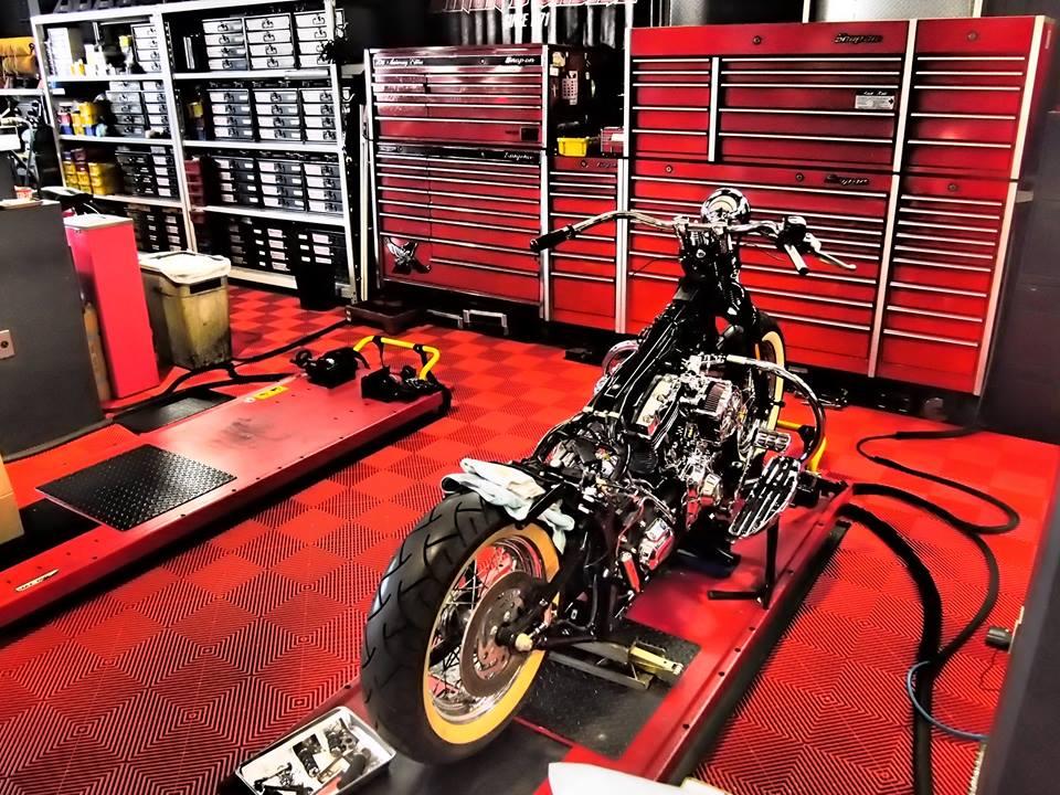 Revêtement sol atelier moto
