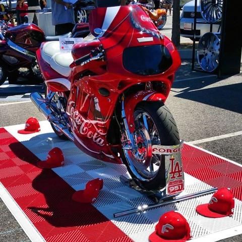 Tapis exposition moto
