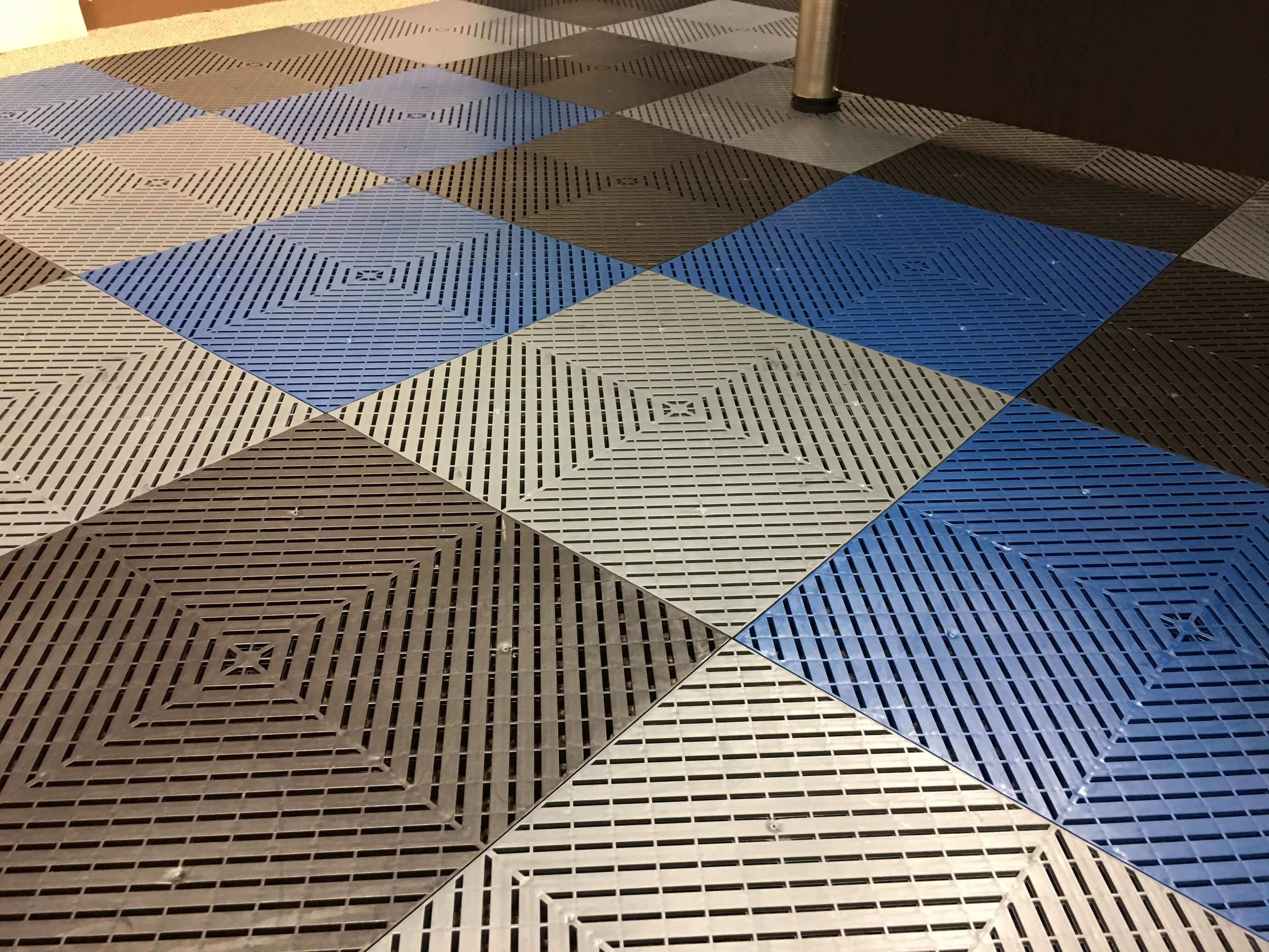 Floor tile Smoothtrax checkered