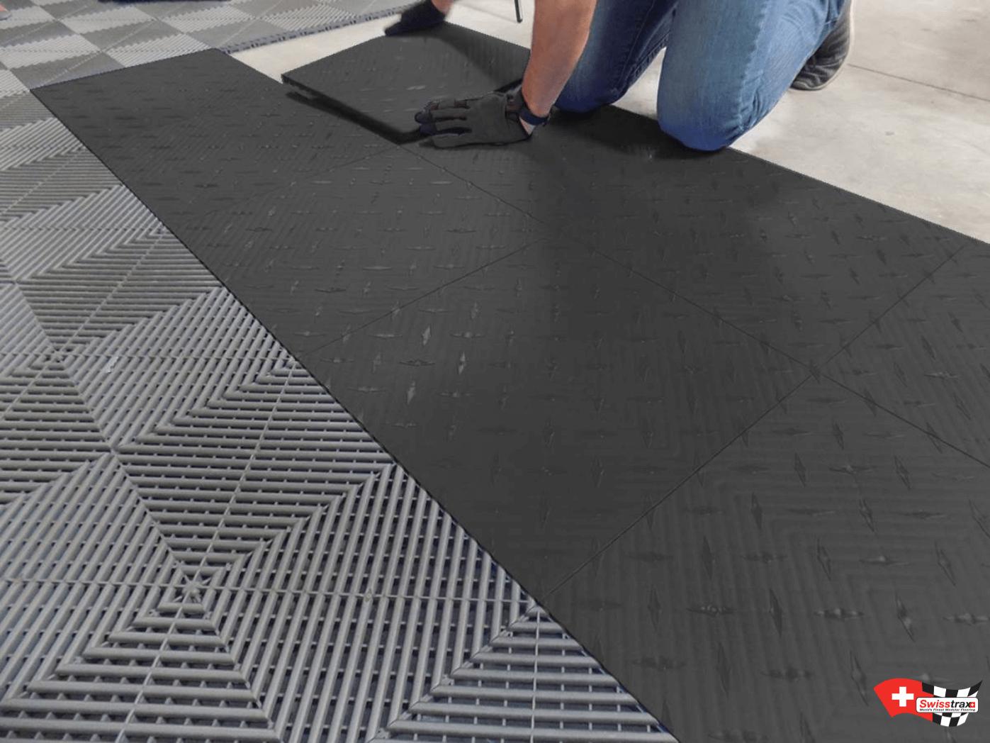 installation-dalles-sol-garage - DECOGARAGE - SWISSTRAX Europe