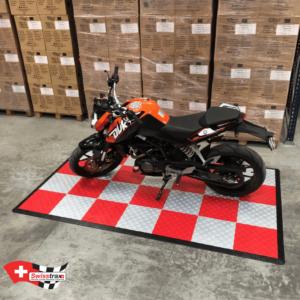 tapis pour moto damier rouge et gris