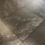 revetement de sol marbre noir