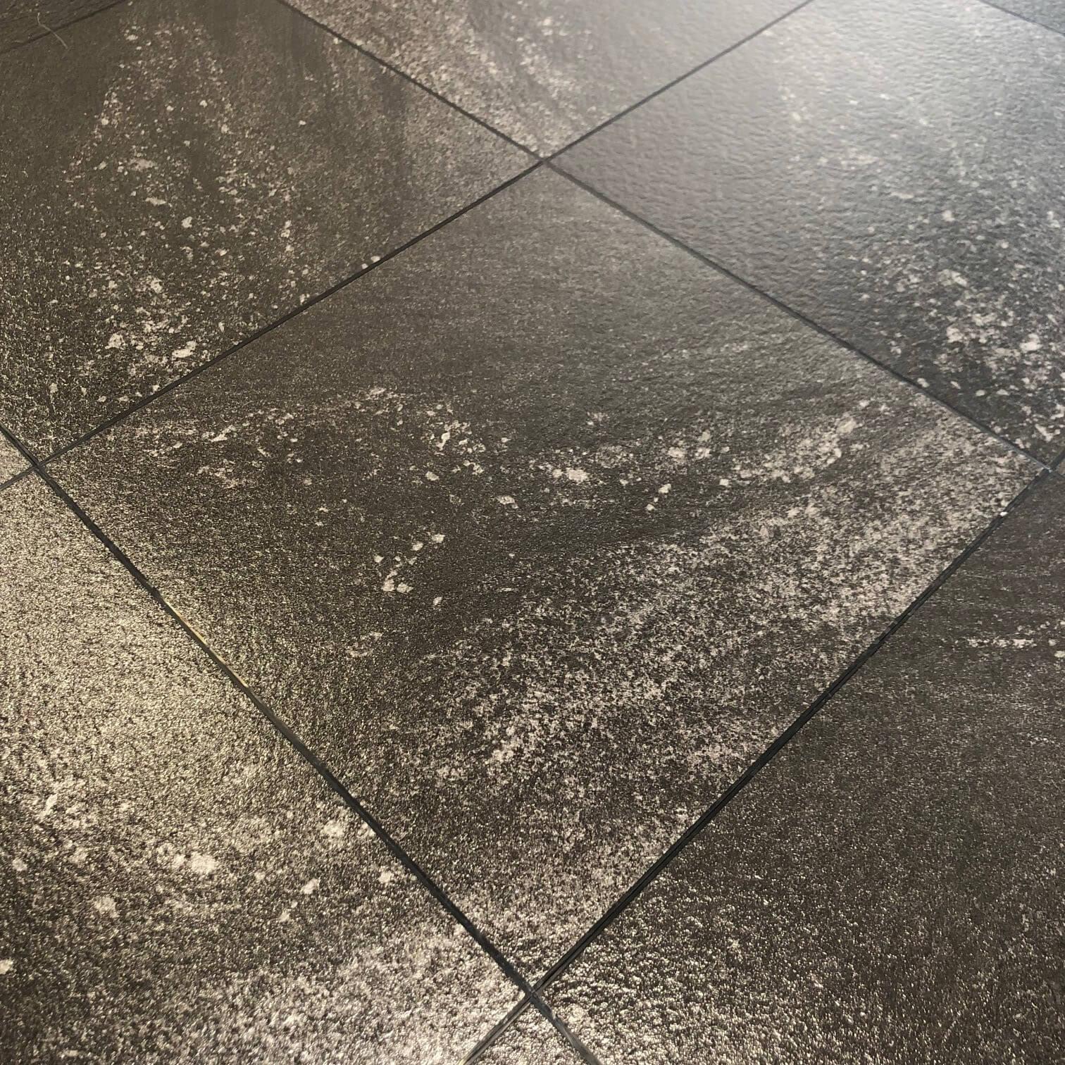 revêtement de sol marbre noir